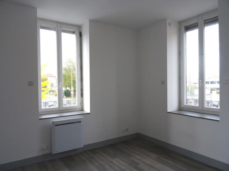 Location appartement Roanne 370€ CC - Photo 2