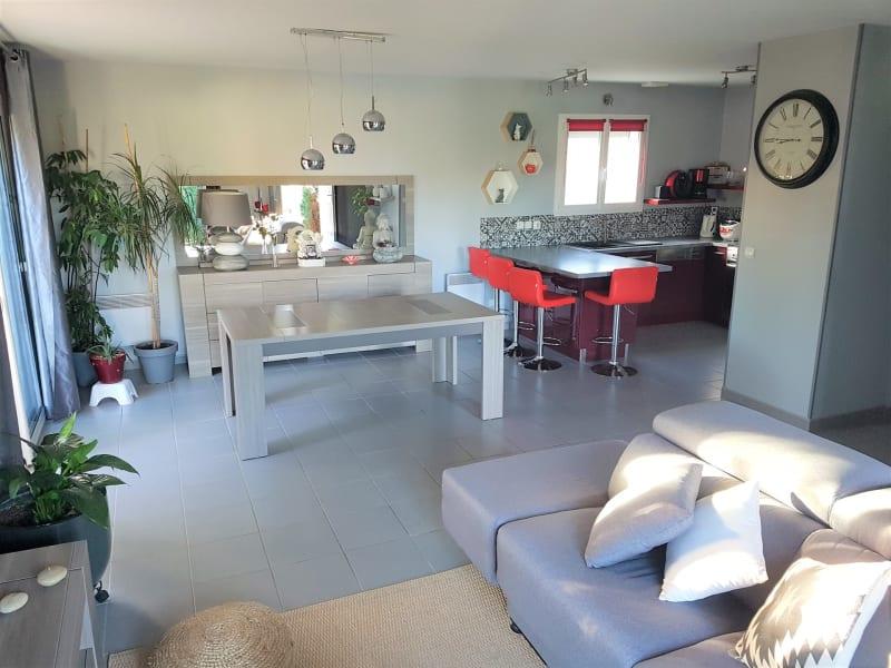 Sale house / villa Le burgaud 227999€ - Picture 1