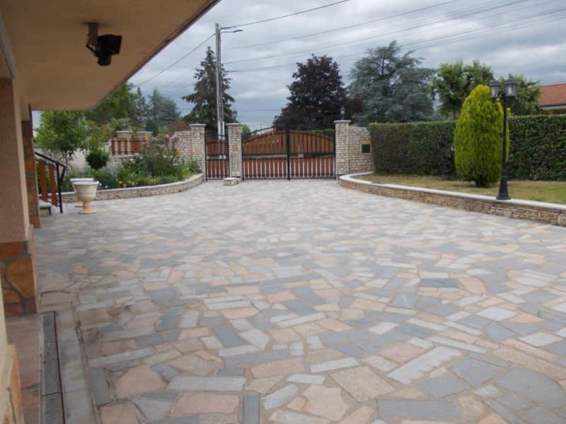 Sale house / villa Le coteau 220000€ - Picture 5