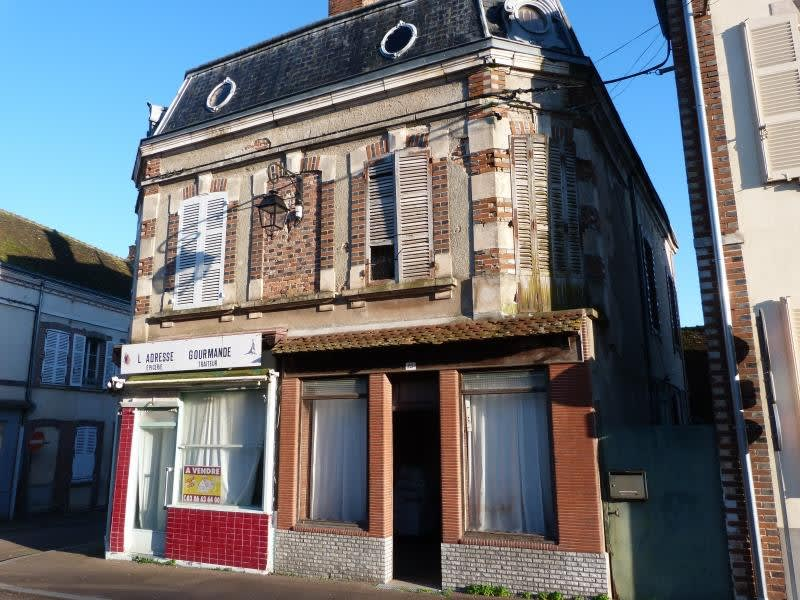 Sale house / villa Champignelles 93300€ - Picture 1