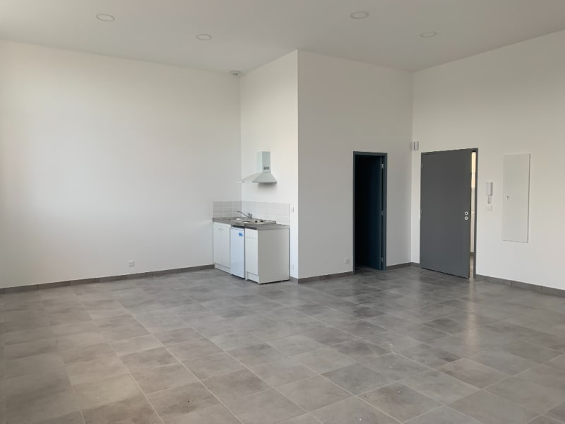 Location loft/atelier/surface Bannalec 575€ CC - Photo 2