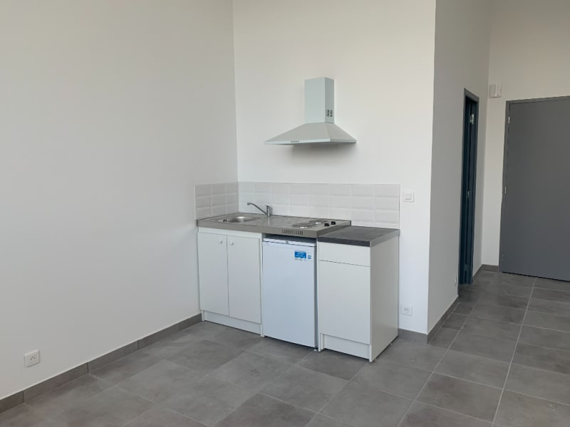 Location loft/atelier/surface Bannalec 575€ CC - Photo 3