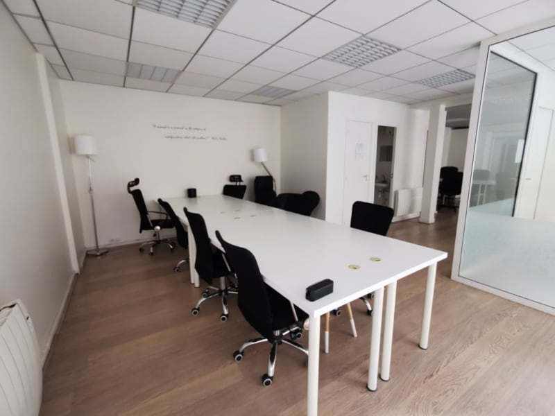 Rental office Paris 10ème 3 500€ HC - Picture 2