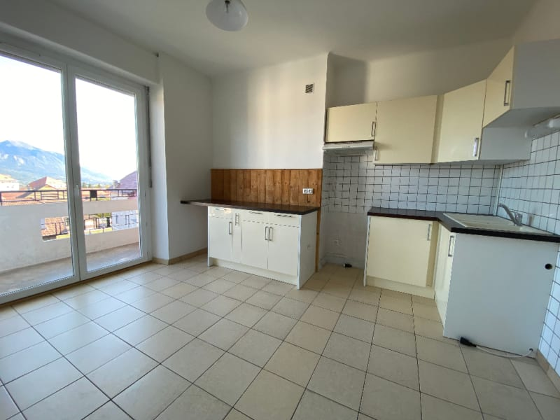 Rental apartment La roche sur foron 740€ CC - Picture 2