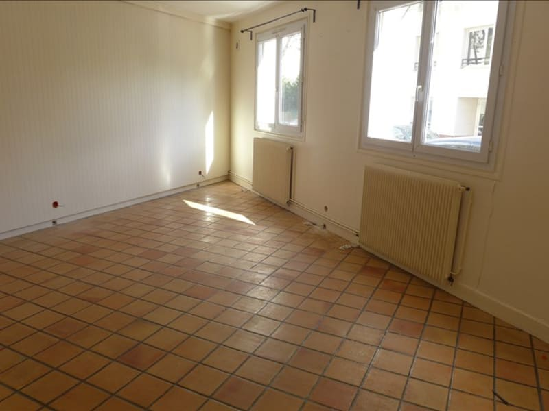 Rental apartment Suresnes 973€ CC - Picture 1