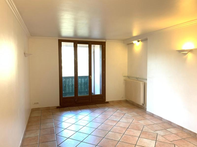 Rental apartment Aix en provence 884€ CC - Picture 1