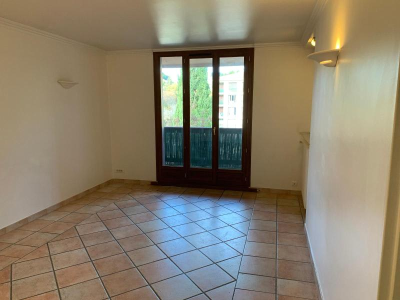 Rental apartment Aix en provence 884€ CC - Picture 2