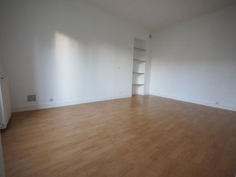 Rental apartment St cyr l ecole 685€ CC - Picture 2