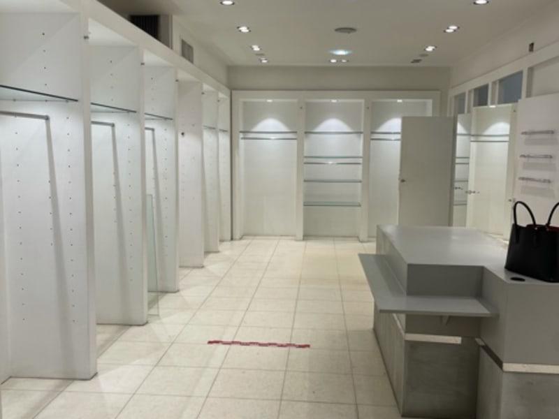 Rental empty room/storage Paris 16ème 7916€ HC - Picture 2