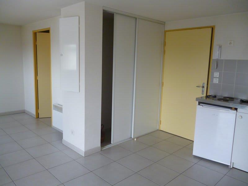 Rental apartment Tarbes 386€ CC - Picture 2