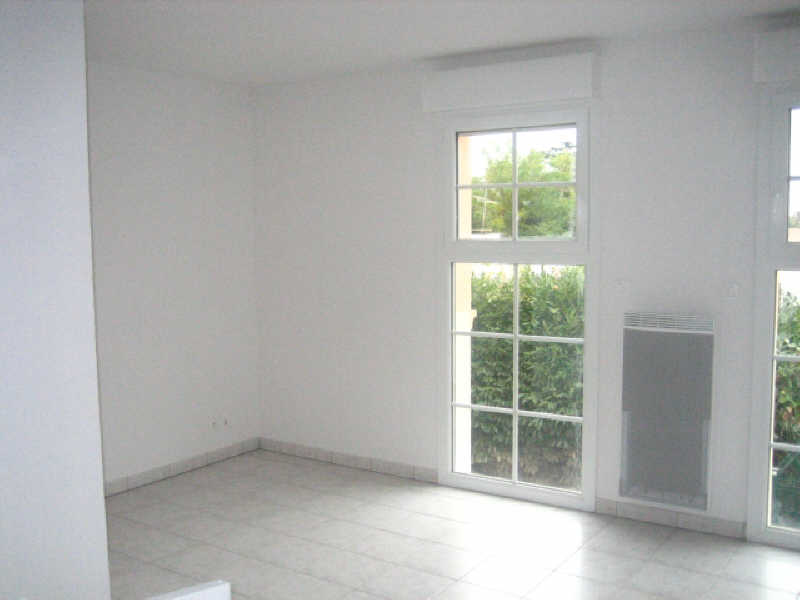 Rental apartment Cenon 470€ CC - Picture 1