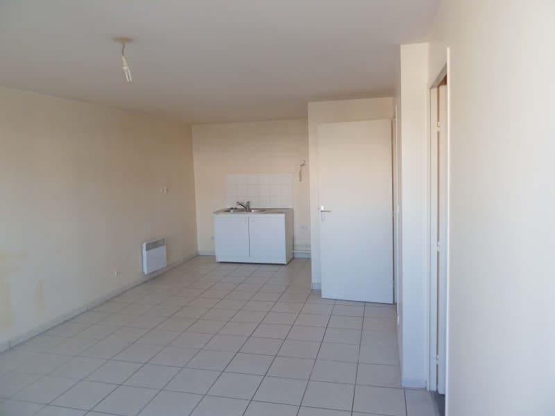 Rental apartment Vaureal 708,58€ CC - Picture 2