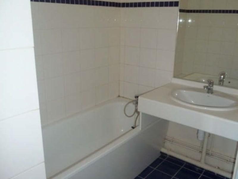 Rental apartment Vaureal 708,58€ CC - Picture 3