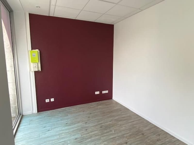 Location local commercial Cholet 1300€ HC - Photo 3