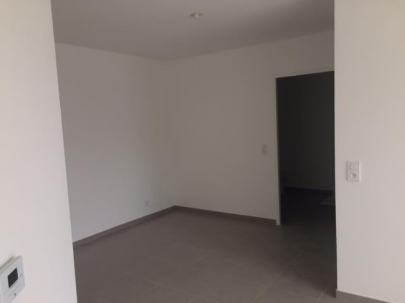 Location appartement Nanterre 835€ CC - Photo 2