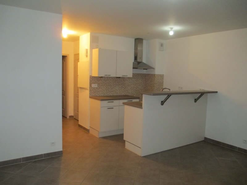 Rental apartment Neuilly en thelle 650€ CC - Picture 2