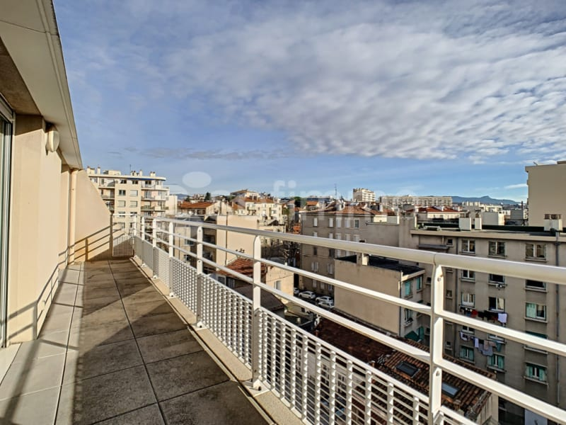 Rental apartment Marseille 5ème 739€ CC - Picture 1