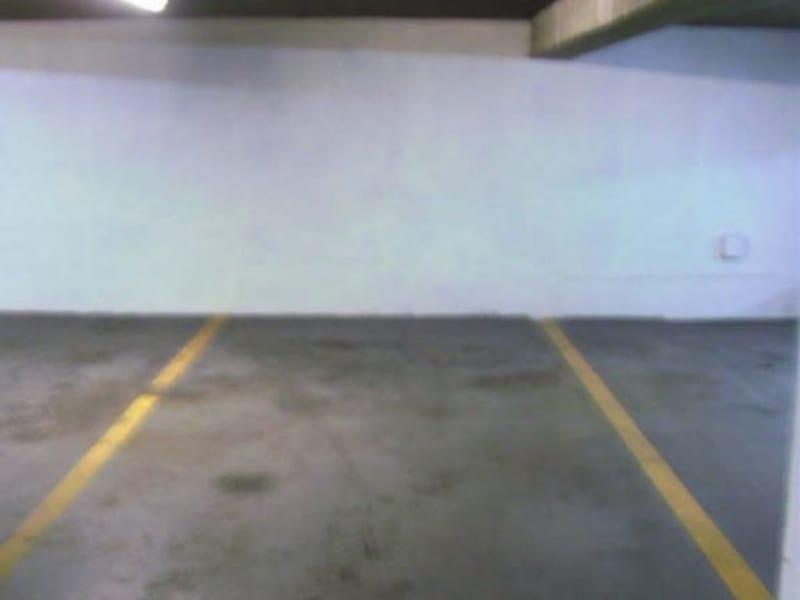 Rental parking spaces Paris 8ème 180€ CC - Picture 1