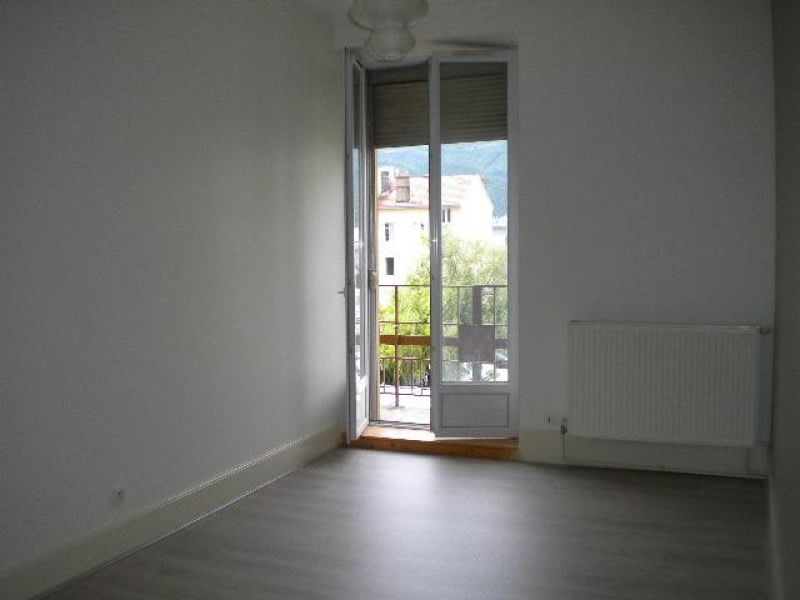 Rental apartment Grenoble 611€ CC - Picture 2
