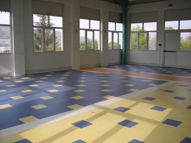 Rental empty room/storage Oyonnax 1080€ HC - Picture 1