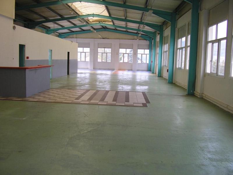 Location local commercial Oyonnax 1080€ HC - Photo 3