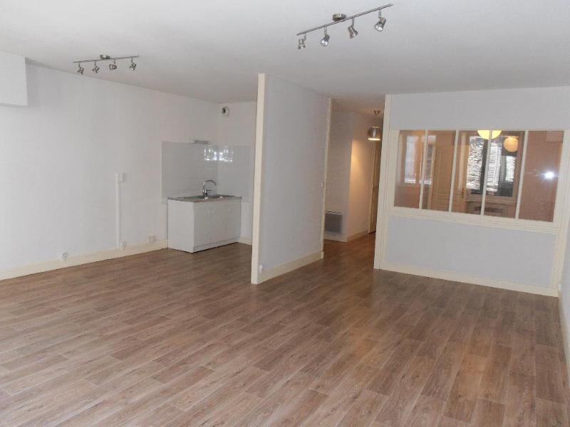 Location appartement Nantua 411€ CC - Photo 1