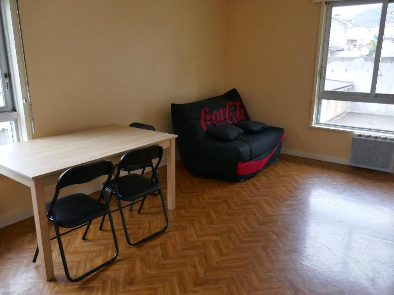 Rental apartment Montreal la cluse 344€ CC - Picture 2