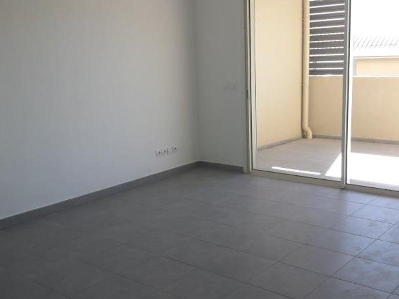 Location appartement St denis camelias 781€ CC - Photo 3