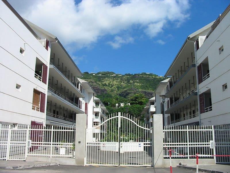 Location appartement St denis 745€ CC - Photo 1