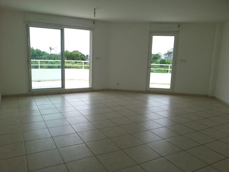 Location appartement Ste clotilde 890€ CC - Photo 1