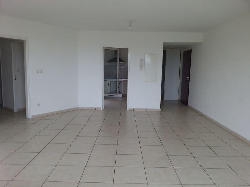 Location appartement Ste clotilde 890€ CC - Photo 2