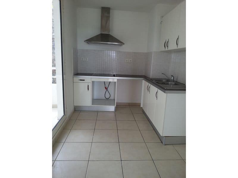 Location appartement Ste clotilde 890€ CC - Photo 3