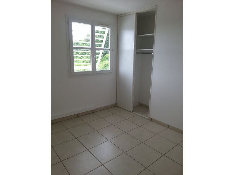 Location appartement Ste clotilde 890€ CC - Photo 4