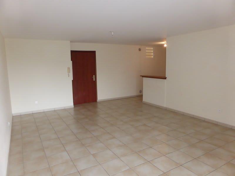 Location appartement Ste clotilde 765€ CC - Photo 3