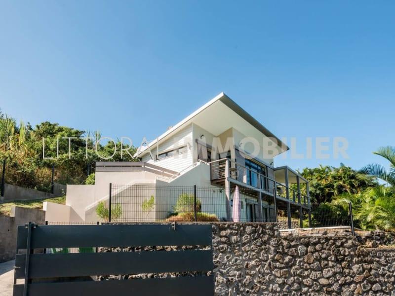 Sale house / villa Les avirons 399000€ - Picture 1