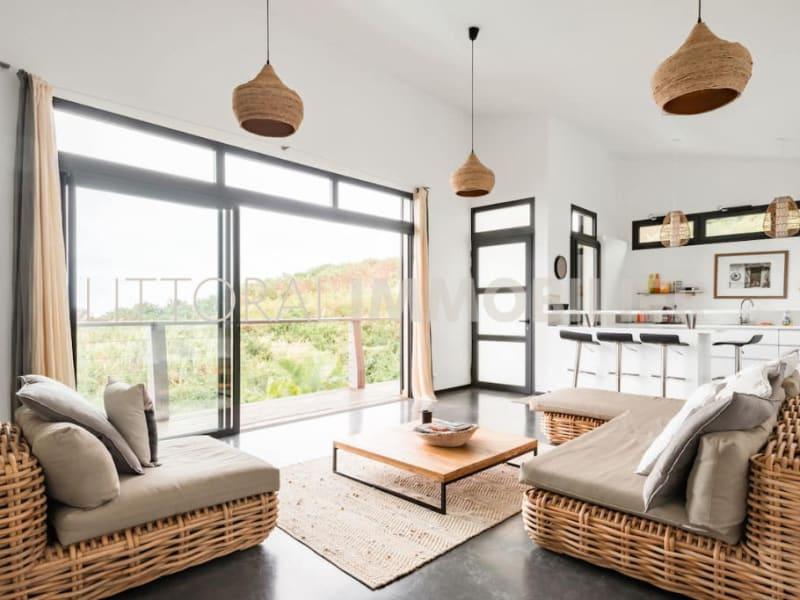 Sale house / villa Les avirons 399000€ - Picture 5