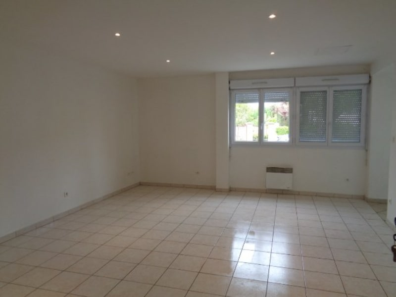 Rental apartment Livry gargan 879€ CC - Picture 1