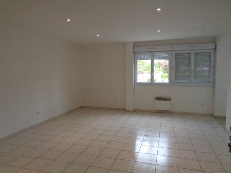 Rental apartment Livry gargan 879€ CC - Picture 2