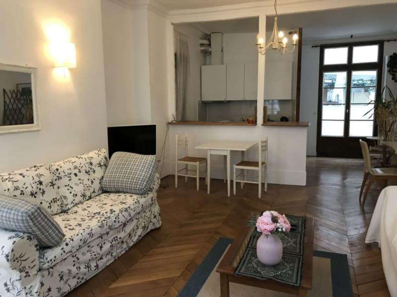Location appartement Paris 8ème 2440€ CC - Photo 3