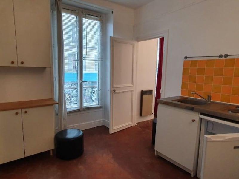 Location appartement Paris 10ème 755€ CC - Photo 2