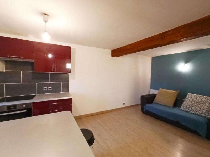 Rental apartment Breux-jouy 688€ CC - Picture 2