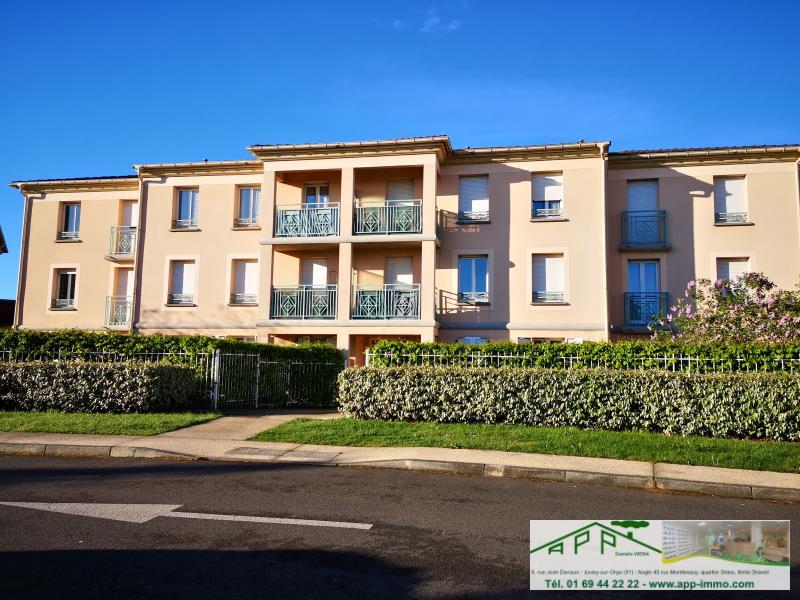 Rental apartment St pierre du perray 750€ CC - Picture 1