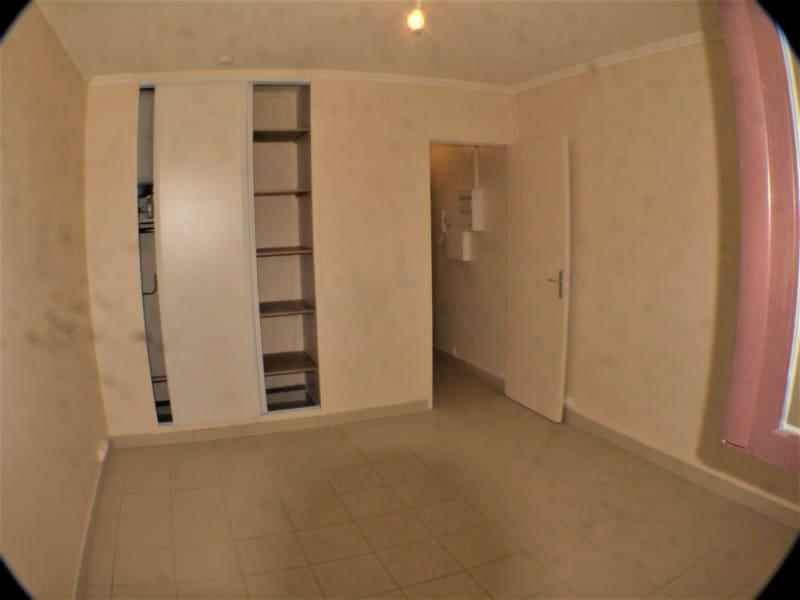 Location appartement Marseille 10ème 430€ CC - Photo 1