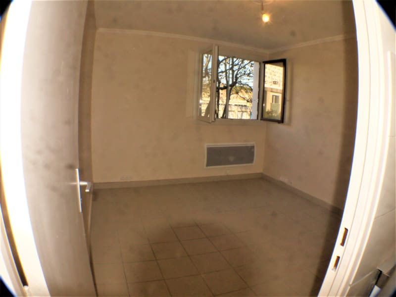 Location appartement Marseille 10ème 430€ CC - Photo 2