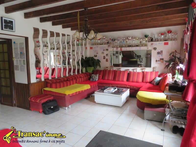 Sale house / villa Chateldon 179 985€ - Picture 4