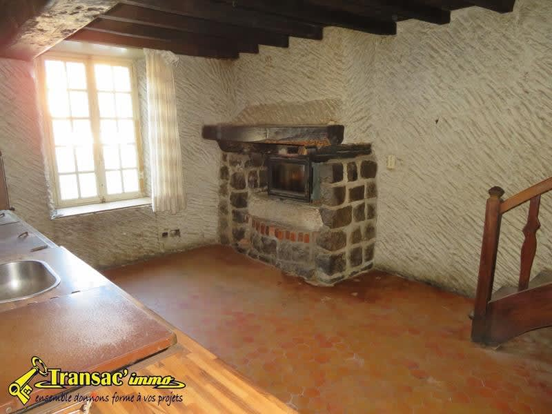 Sale house / villa Puy guillaume 44 000€ - Picture 2