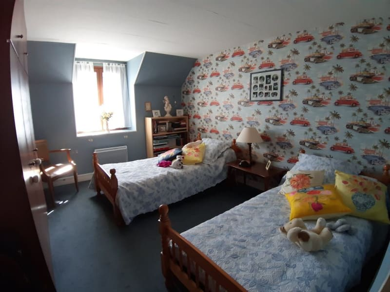 Sale house / villa St bonnet troncais 148400€ - Picture 11