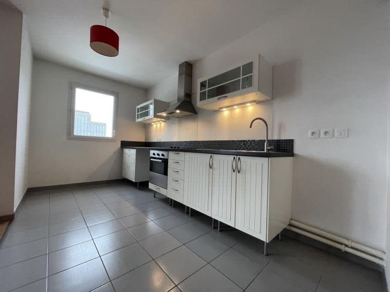 Rental apartment La plaine st denis 1 210€ CC - Picture 3