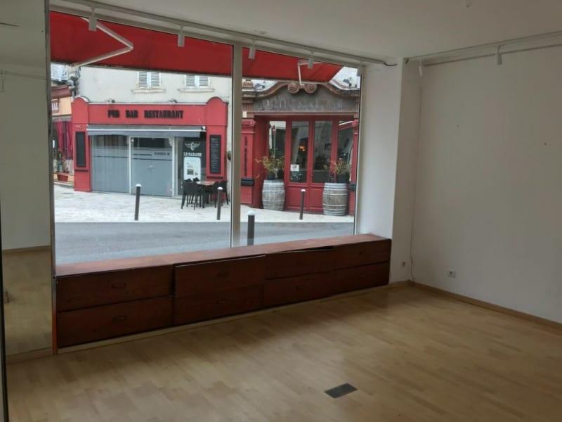 Location local commercial Cognac 448€ HC - Photo 10