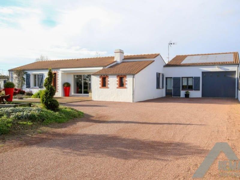 Sale house / villa Aizenay 356340€ - Picture 1